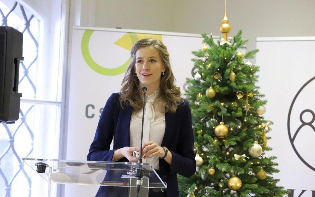 Előadás a Civilek a családok szolgálatában műhelykonferencián